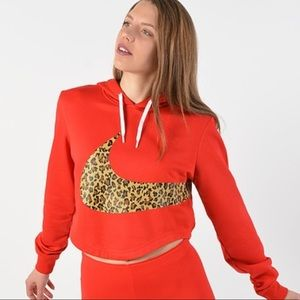 ✔️ NWT✔️ NIKE red animal cropped hoodie ~ S